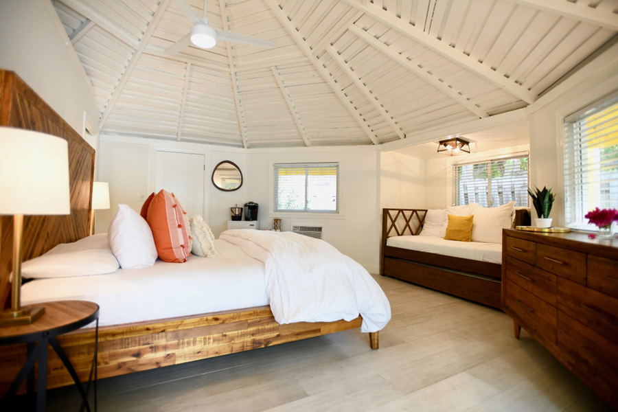 Stay at the Staniel Cay Yacht Club - Staniel Cay Adventures